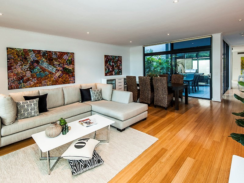 a220 Lupin Hill Grove, Nedlands