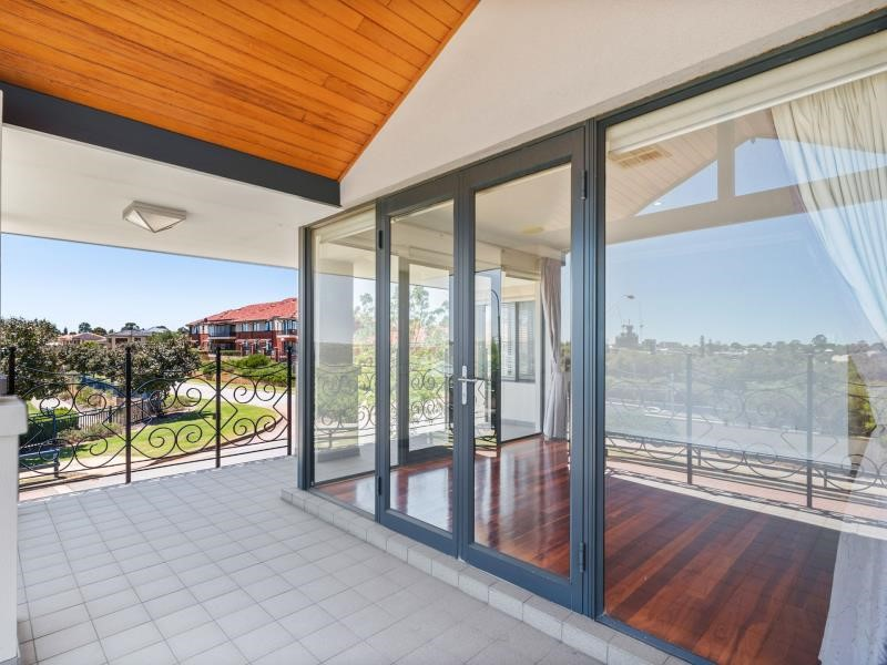 Property for sale in Salter Point : REMAX Torrens WA