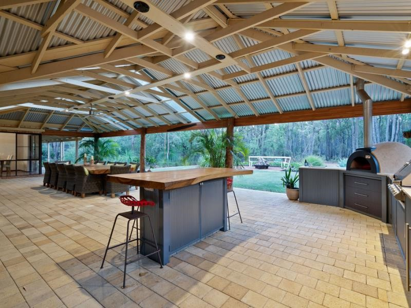 Property for sale in Hovea