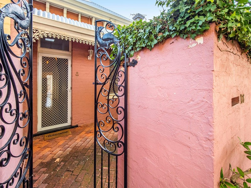 Property for sale in Subiaco : Tully Real Estate