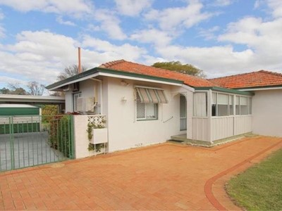 Property for sale  in Queens Park