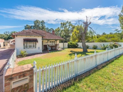 Property for sale  in Ascot