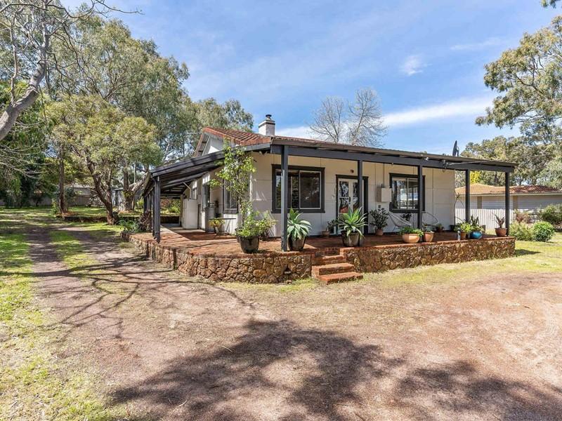 Property for sale in Walliston : Brett Johnston Real Estate