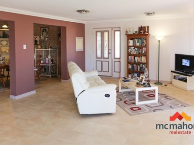 Property for sale in Denham : McMahon Real Estate