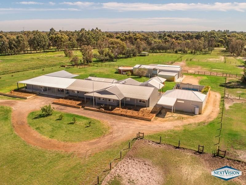 Property for sale in Oakford : Next Vision Real Estate