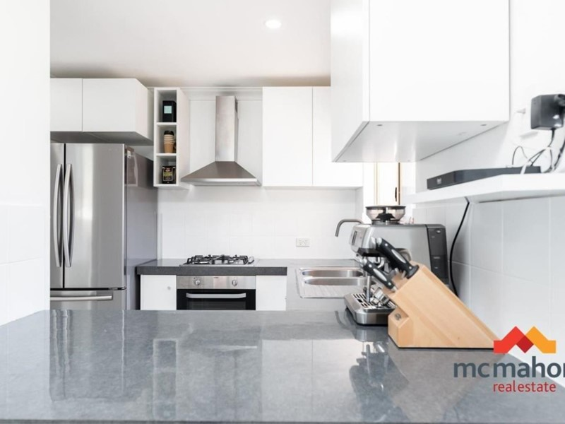Property for sale in Queens Park : McMahon Real Estate