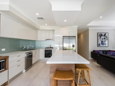 LIGHT, BRIGHT and RENOVATED GROUND LEVEL HOUSE!!