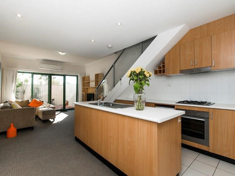 Property for rent in Ascot : Kempton Azzopardi