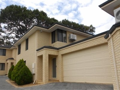 LOVELY 3 X 2 TOWNHOUSE - PRICE REDUCTION!
