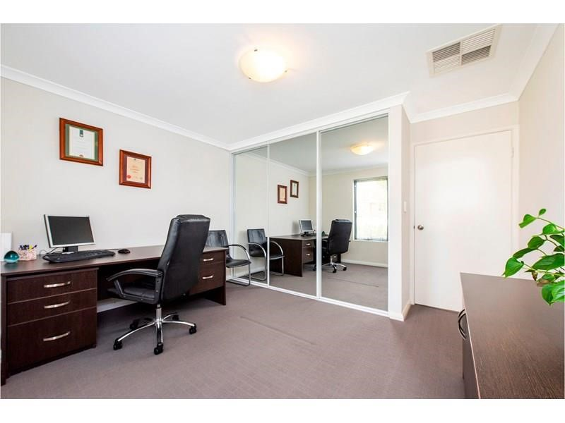 Property for sale in Westminster : Passmore Real Estate