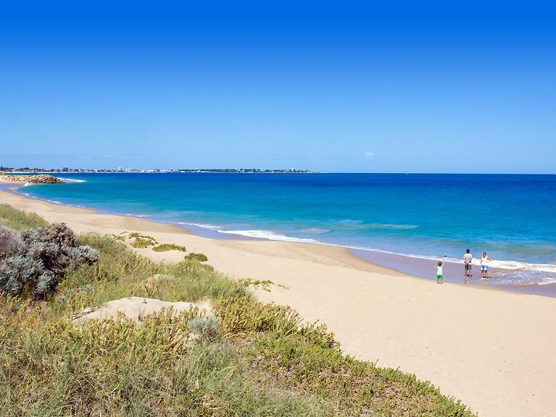 Property for sale in Madora Bay : Madora Bay and Florida Beach