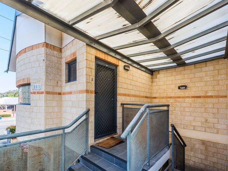 Property for rent in Crawley : Kempton Azzopardi