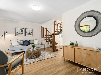 Property for sale in Crawley : Abode Real Estate