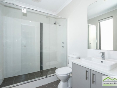 Property for rent in Eglinton : Laurence Realty North