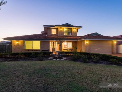 12 Green Vale Heights