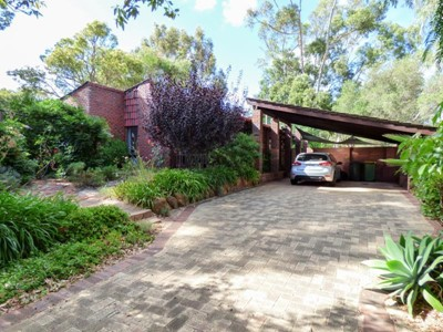 Property for sale in Lesmurdie : Brett Johnston Real Estate