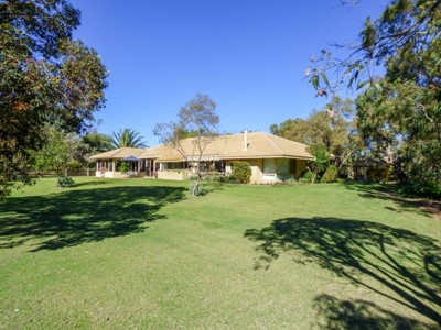 Property for sale in The Vines : Brett Johnston Real Estate