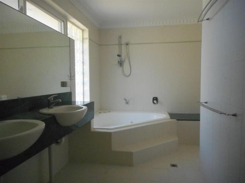 Property for rent in Rossmoyne
