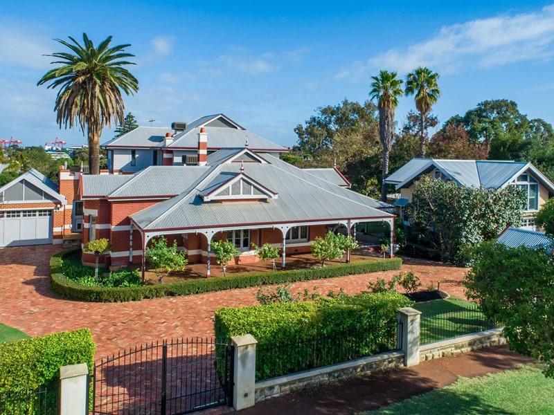 19 Dalgety, East Fremantle