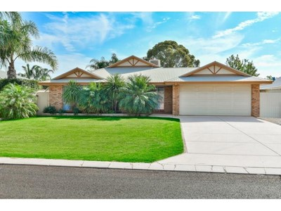 Property for sale in Broadwood