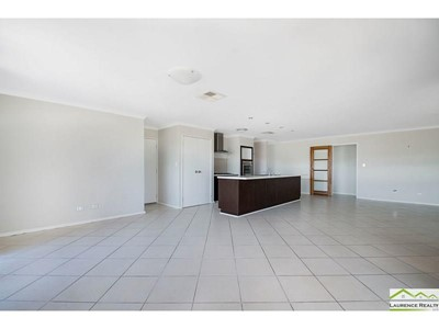 Property for sale in Tapping : Laurence Realty North