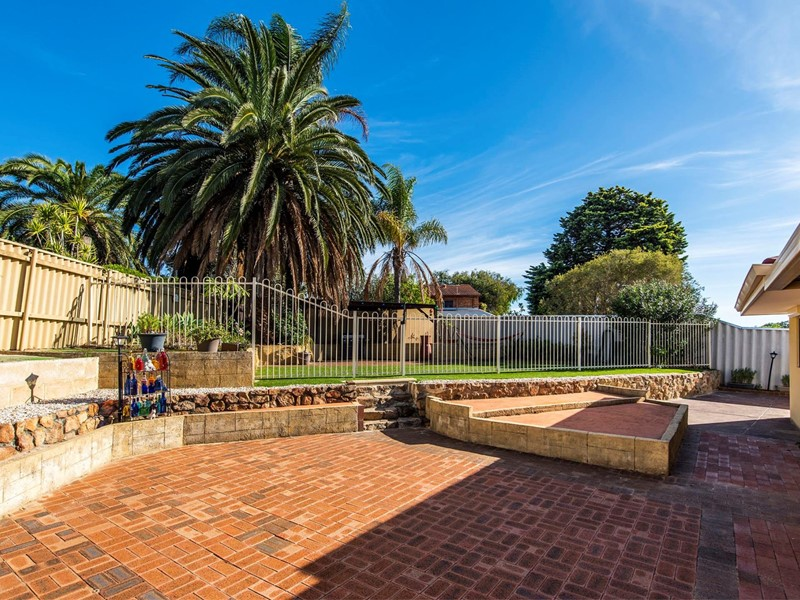 Property for sale in Langford : Star Realty Thornlie