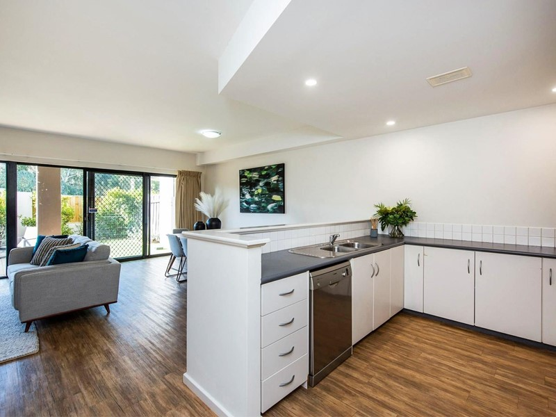 Property for sale in Ascot : <%=Config.WebsiteName%>