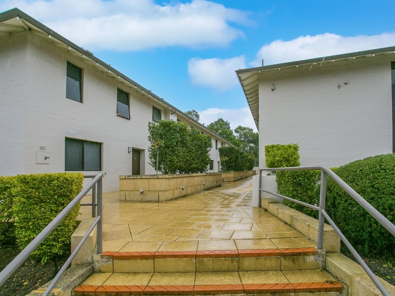 Property for sale in Crawley : Kempton Azzopardi