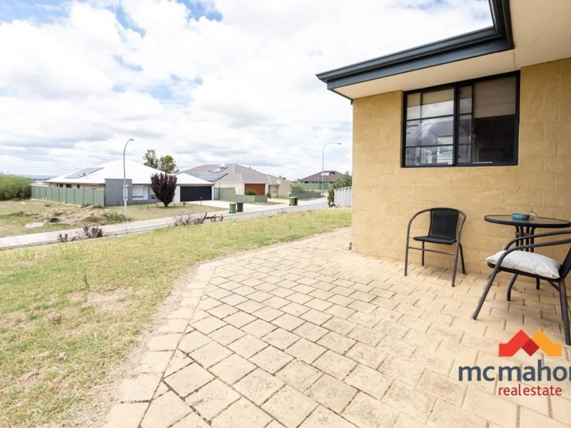 Property for sale in Parmelia : McMahon Real Estate