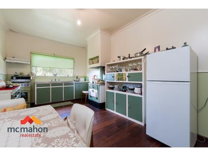 Property for sale in Highbury : McMahon Real Estate